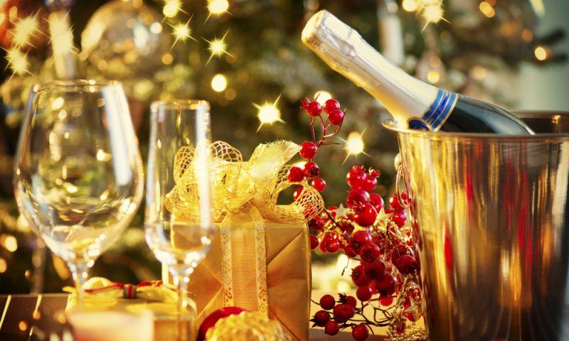Come scegliere il vino per il cenone? Ecco alcune proposte del Dulcamara